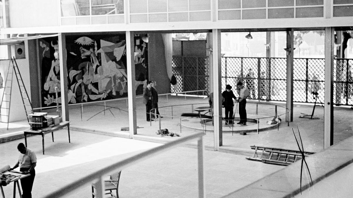 Pabellón de España en la Exposición Internacional de las Artes y las Técnicas para la Vida Moderna