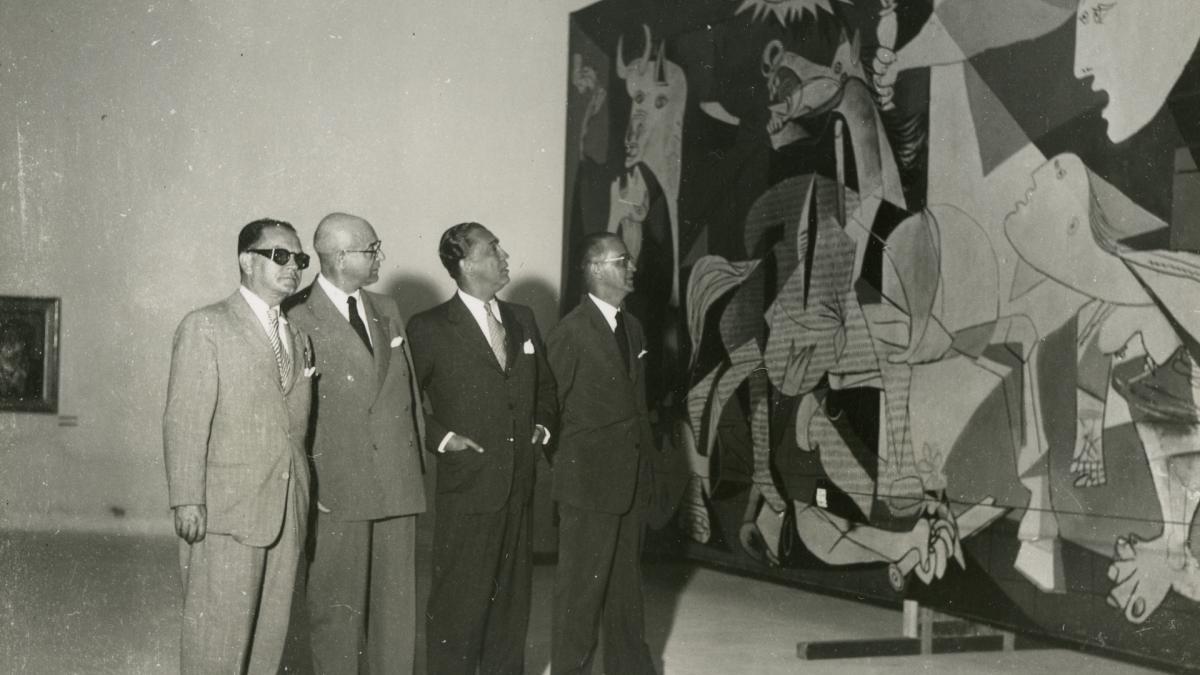Vistas de Guernica expuesto en la II Bienal de São Paulo