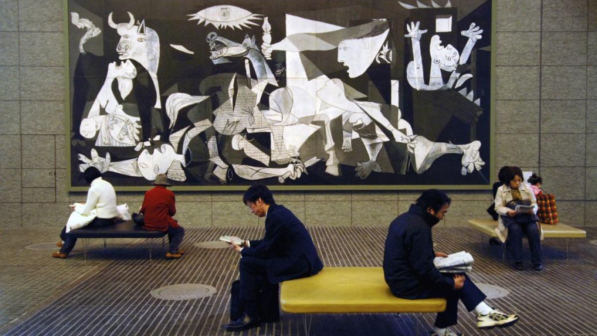 Réplica de Guernica en la plaza del centro Marunouchi Oazo de Tokio